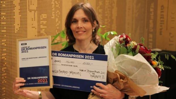Blev giftet væk som seksårig og overskred alle grænser: Eventyrlig bog om dansk 'dronning' vinder stor læserpris