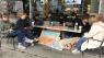 Smitte i området har lukket coronafrit gymnasie - men fem minutter derfra mødes eleverne på café: 'Sut jeres sogn'
