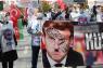 Tyrkiet raser over ny fransk karikatur: Præsident Erdogan i underbukser løfter op i kvindes klædedragt